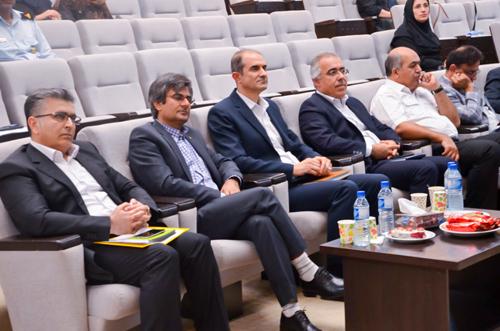 دیدار دکتر مالکی رئیس بهداشت و درمان صنعت نفت بوشهر با خانواده ها 9